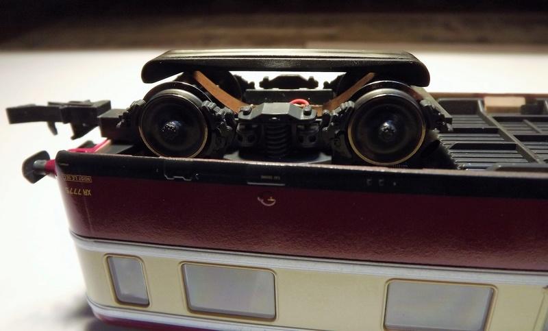 Micro prises 5 ou 6 pins Dscf1113