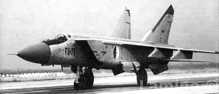 الطائرة المقاتلة (الاستطلاع / الاعتراض) Mig - 25 Fu-75_10