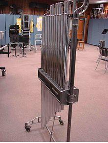 Le carillon (ou cloche) tubulaire 220px-12