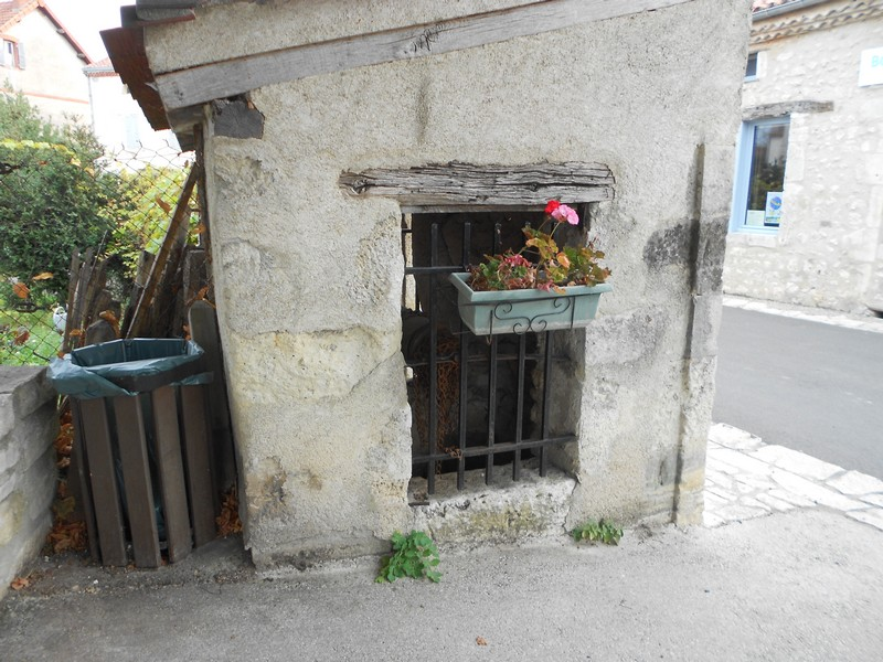 Allier (03) Charroux / Puits 411