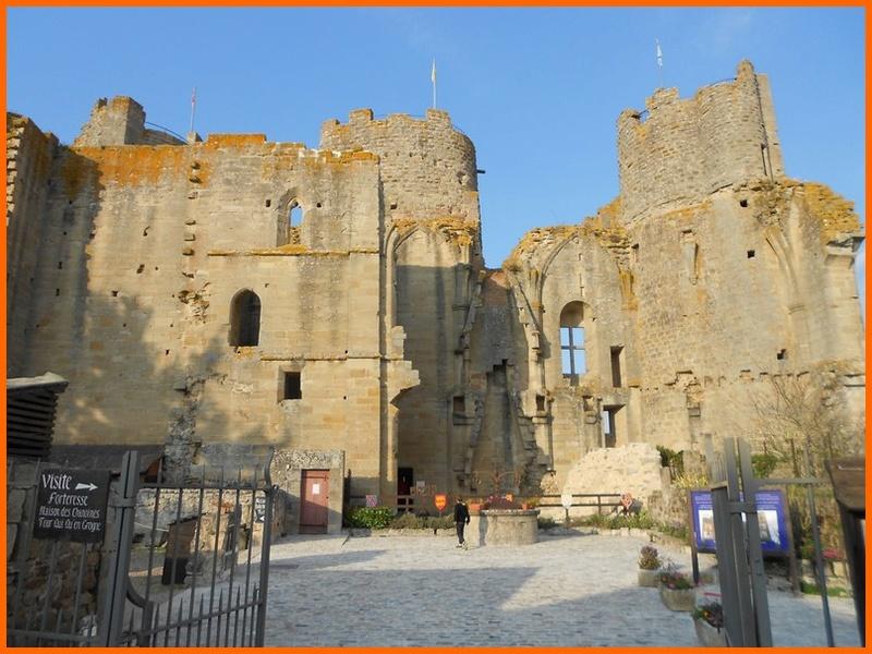Allier (03) Bourbon l'Archambault / puits du château Dscn0314