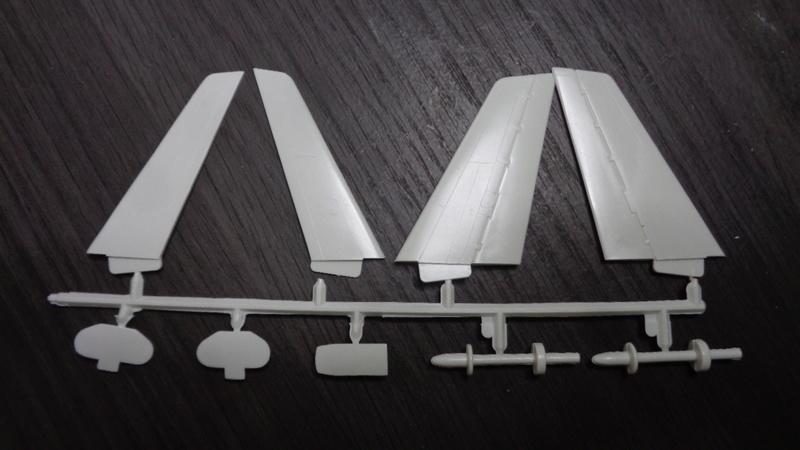 Airbus A 300 B 2 1/144 AIRIX  Dsc03115