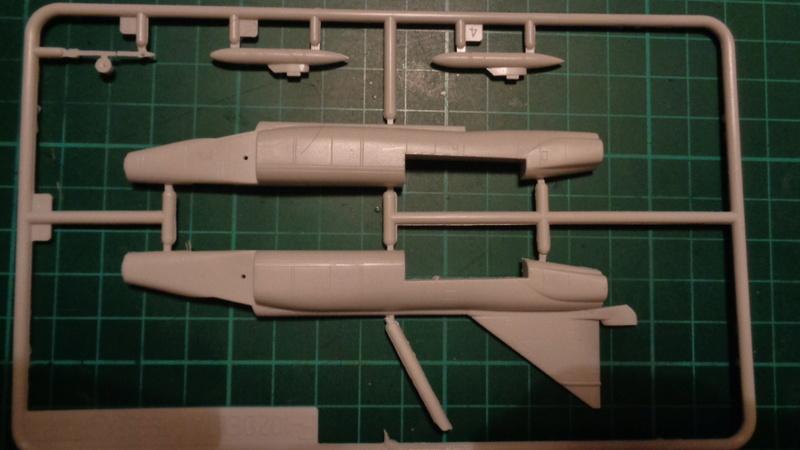 """CONVAIR F 102 A """"DELTA DAGGER"""" 1/144 ARII et Otaki 1/144 Dsc03137"""