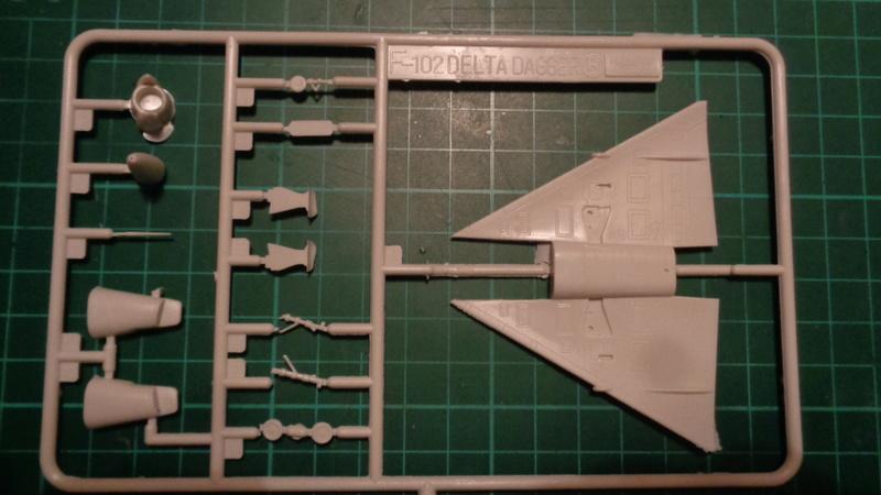 """CONVAIR F 102 A """"DELTA DAGGER"""" 1/144 ARII et Otaki 1/144 Dsc03139"""