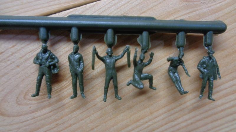 [PREISER] Equipage et personnels au sol LUFTWAFFE OTAN Réf 77100 1/144ème Dsc03957