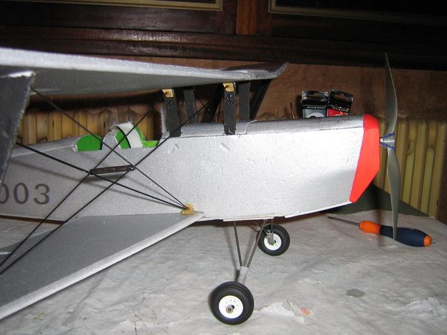 Mesaventure sous le hangar - Prop saver /TheraBand Img_1023