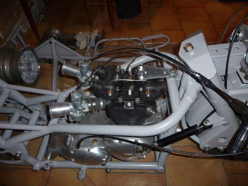 Deux cylindres ,trois roues - Page 4 P1140411