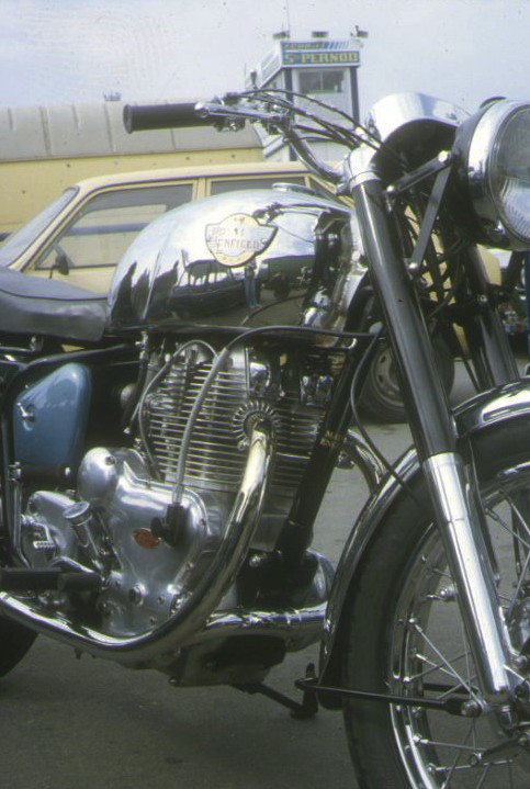 Le Twin ROYAL ENFIELD ( en direct live ) - Page 2 Royal_11