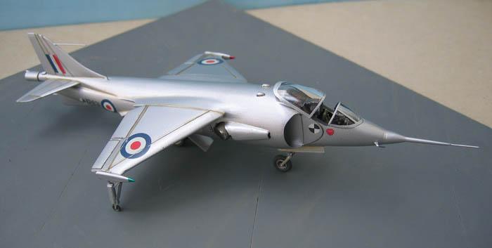 Hawker P1127 Prototype du célèbre Harrier bien connu - Base Airfix - 1/72. Harrie11