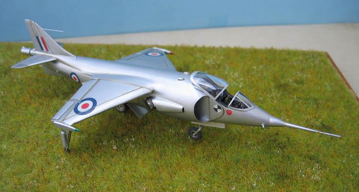Hawker P1127 Prototype du célèbre Harrier bien connu - Base Airfix - 1/72. Harrie12