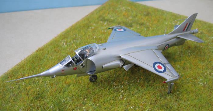 Hawker P1127 Prototype du célèbre Harrier bien connu - Base Airfix - 1/72. Harrie13