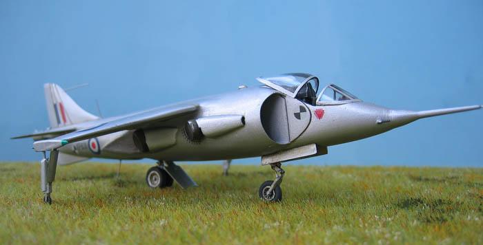 Hawker P1127 Prototype du célèbre Harrier bien connu - Base Airfix - 1/72. Harrie16