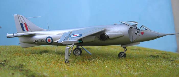 Hawker P1127 Prototype du célèbre Harrier bien connu - Base Airfix - 1/72. Harrie17