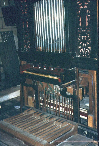 Le petit orgue de l'église de Cergy Clavie11