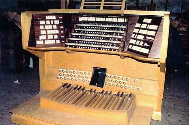 Répertoire des orgues de salle de concert dans le monde Parisp10