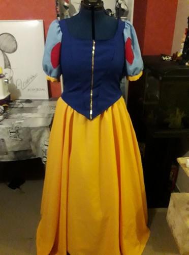 [Costumes] Robes de Princesses et tenues de Princes - Page 25 28276210