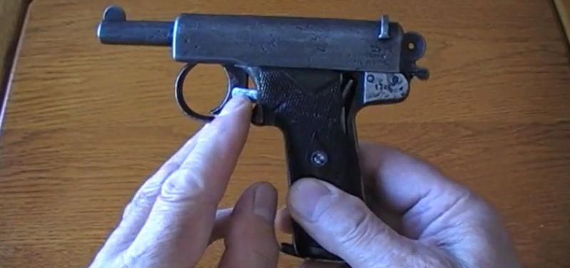 Pistolet Webley & Scott modèle 1905 0210