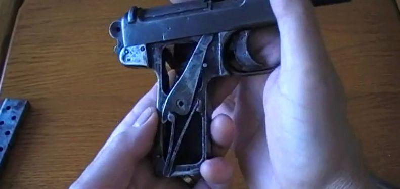 Pistolet Webley & Scott modèle 1905 0410