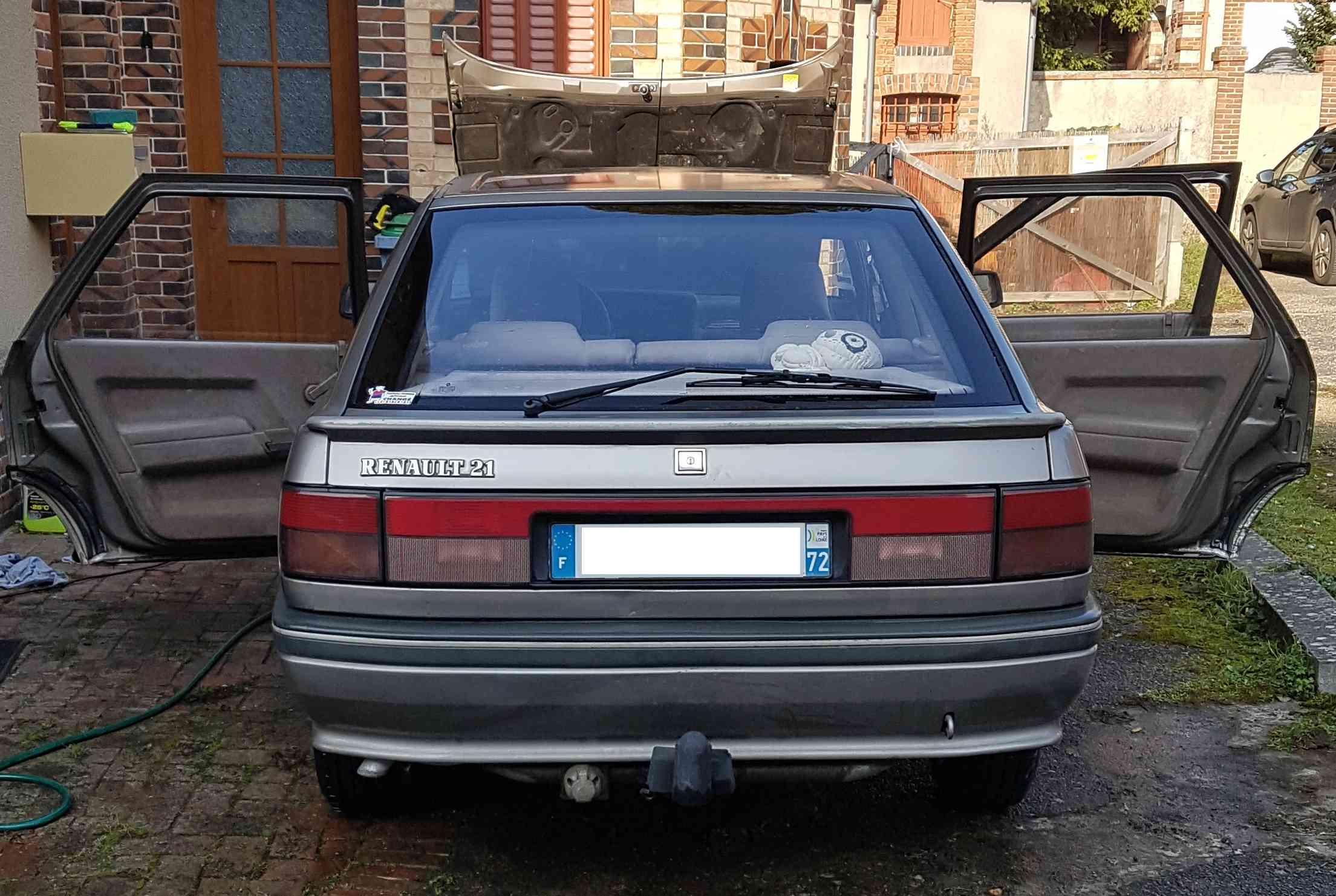 [LAGUNA GT] Renault R21 GTD 1991 + Bandit 650N GSF R2110