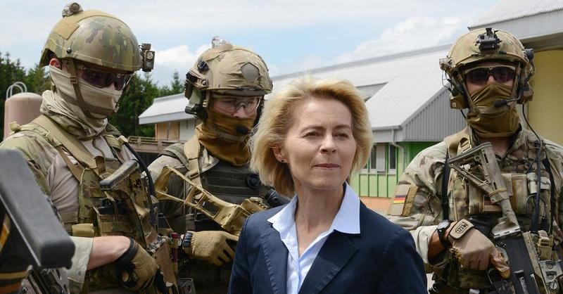 RITUALES SECRETOS PARA LA GUARDIA DE ISABEL II Grenad13