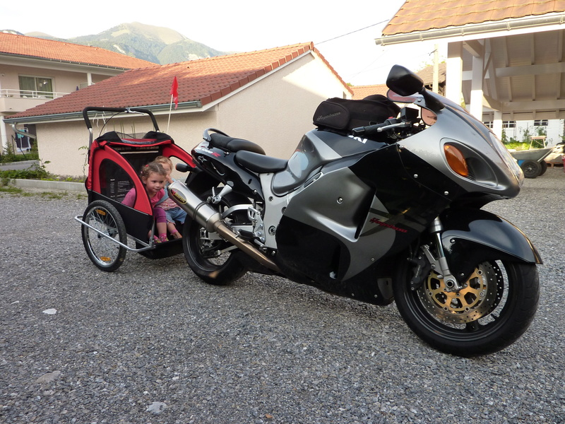 Rouler à moto avec un enfant P1010210