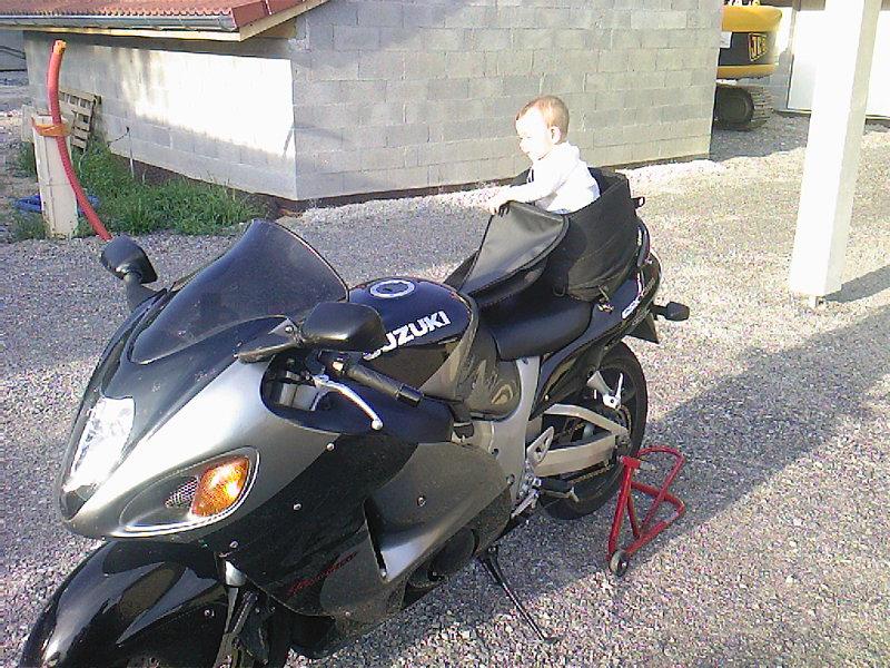 Rouler à moto avec un enfant Photos10