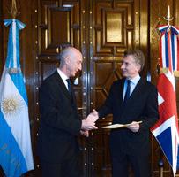 Recherche du sous-marin argentin disparu: les news (2) - Page 6 Macri-10