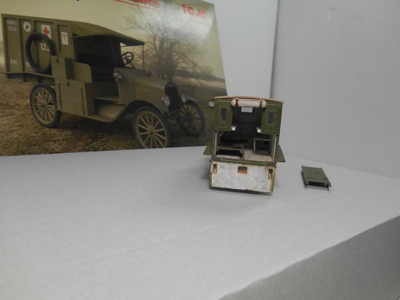 Ambulance Ford Modèle T 1917 - ICM - 1/35e Ambfor21