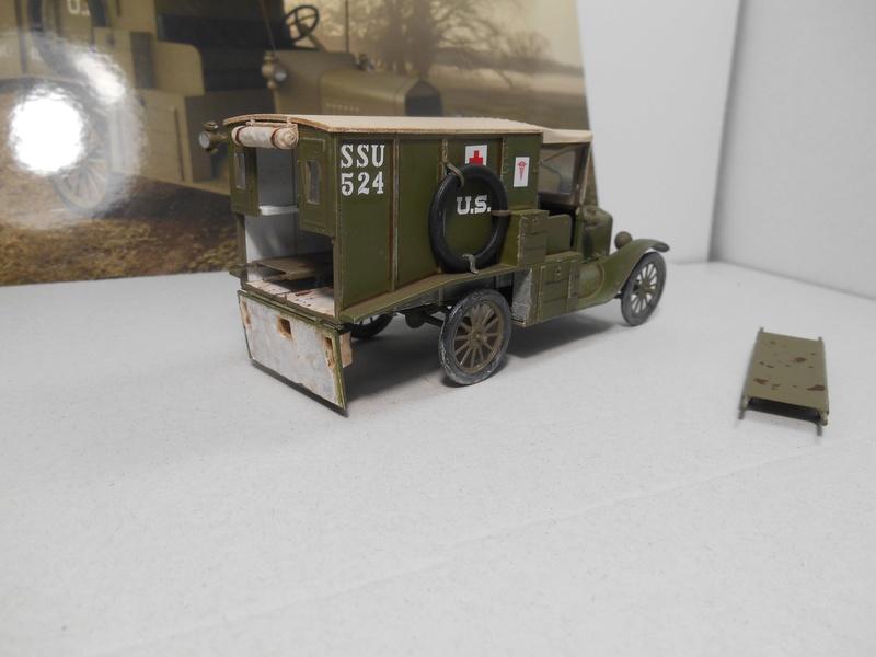 Ambulance Ford Modèle T 1917 - ICM - 1/35e Ambfor22