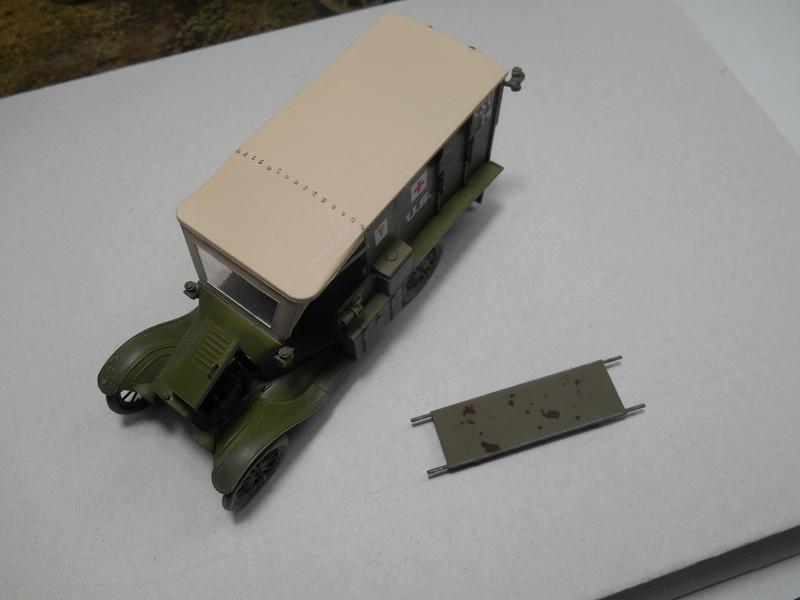 Ambulance Ford Modèle T 1917 - ICM - 1/35e Ambfor27
