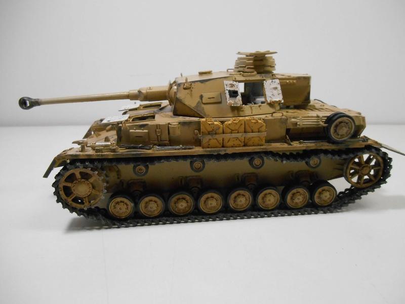 Un moment d'arrêt sur l'inutile... - Panzer IV - Italeri - 1/35e Pziv-r11