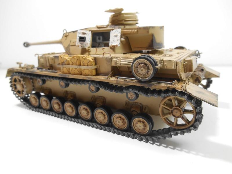 Un moment d'arrêt sur l'inutile... - Panzer IV - Italeri - 1/35e Pziv-r12