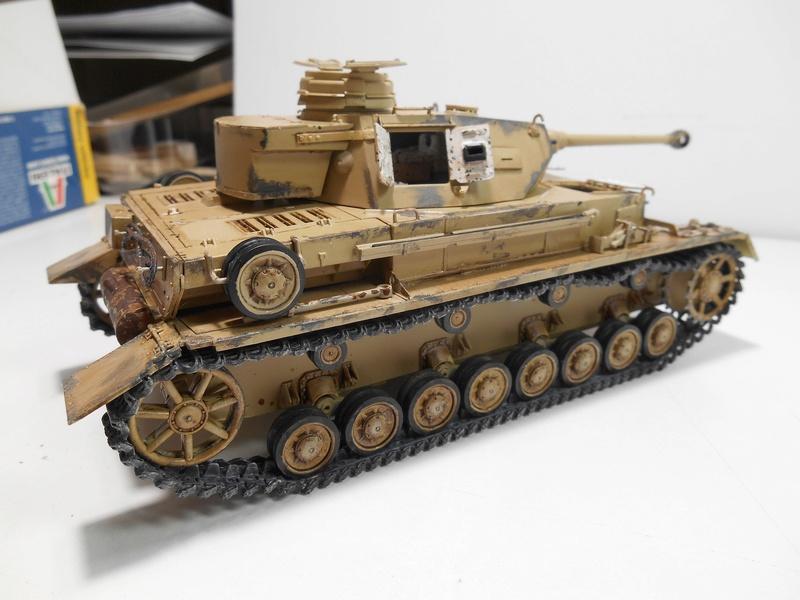 Un moment d'arrêt sur l'inutile... - Panzer IV - Italeri - 1/35e Pziv-r15
