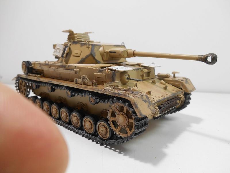 Un moment d'arrêt sur l'inutile... - Panzer IV - Italeri - 1/35e Pziv-r17