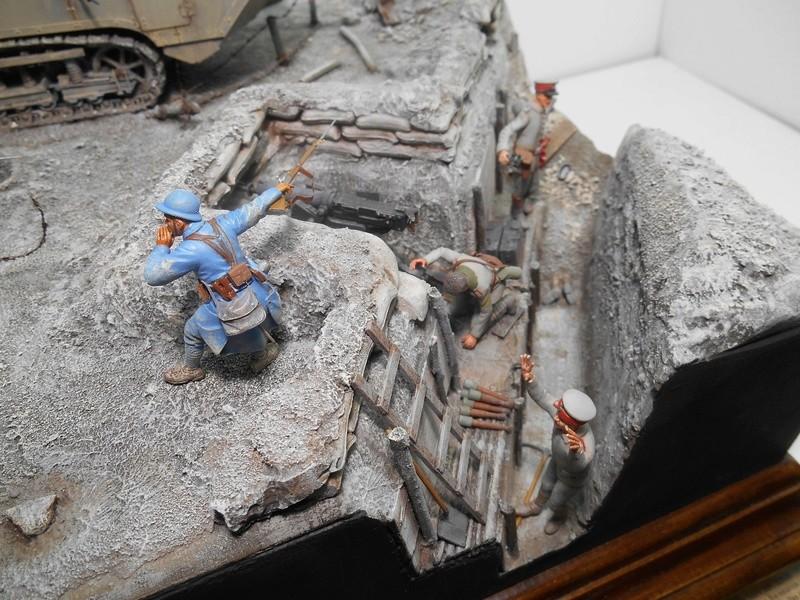 Août 1918 - L'espoir renaît - Saint-Chamond (Takom 1/35e) et figurines HISTOREX 1/32e puis figurines ICM 1/35e R40-ao14