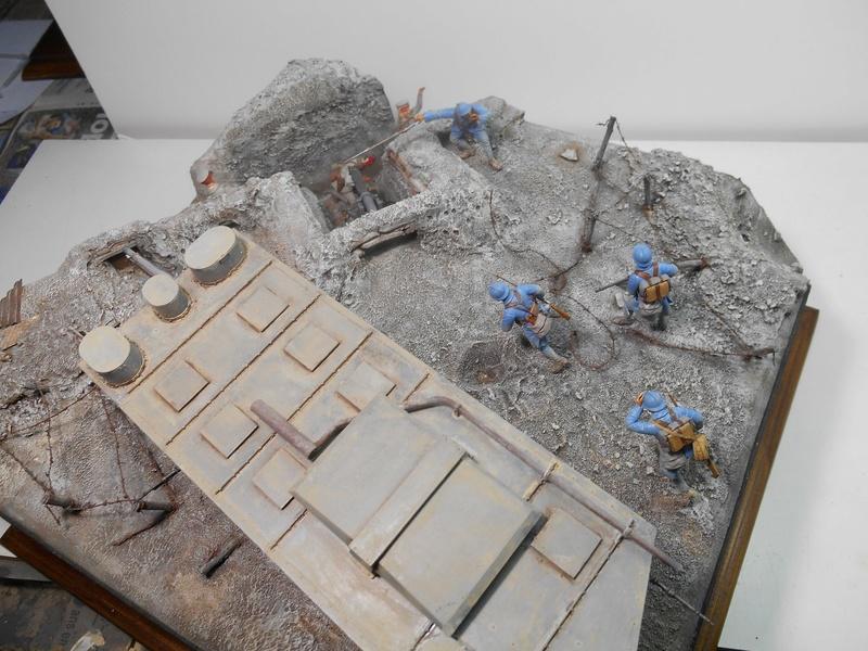Août 1918 - L'espoir renaît - Saint-Chamond (Takom 1/35e) et figurines HISTOREX 1/32e puis figurines ICM 1/35e R40-ao21
