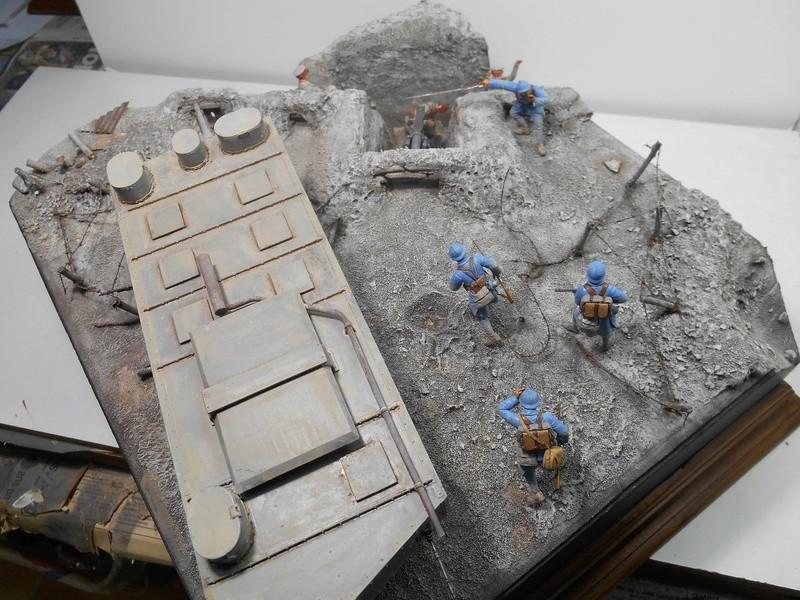 Août 1918 - L'espoir renaît - Saint-Chamond (Takom 1/35e) et figurines HISTOREX 1/32e puis figurines ICM 1/35e R40-ao22