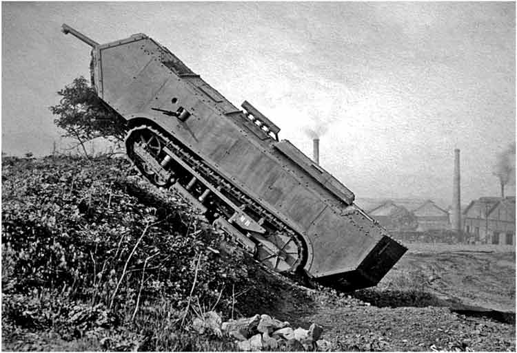 Août 1918 - L'espoir renaît - Saint-Chamond (Takom 1/35e) et figurines HISTOREX 1/32e puis figurines ICM 1/35e Si02-110