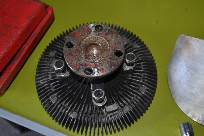remplacement du viscocoupleur sur diplo V8 Dsc_0010