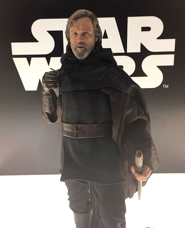 HOT TOYS - The Last Jedi - Luke Jedi Exile 1/6 scale figure Luke_e11
