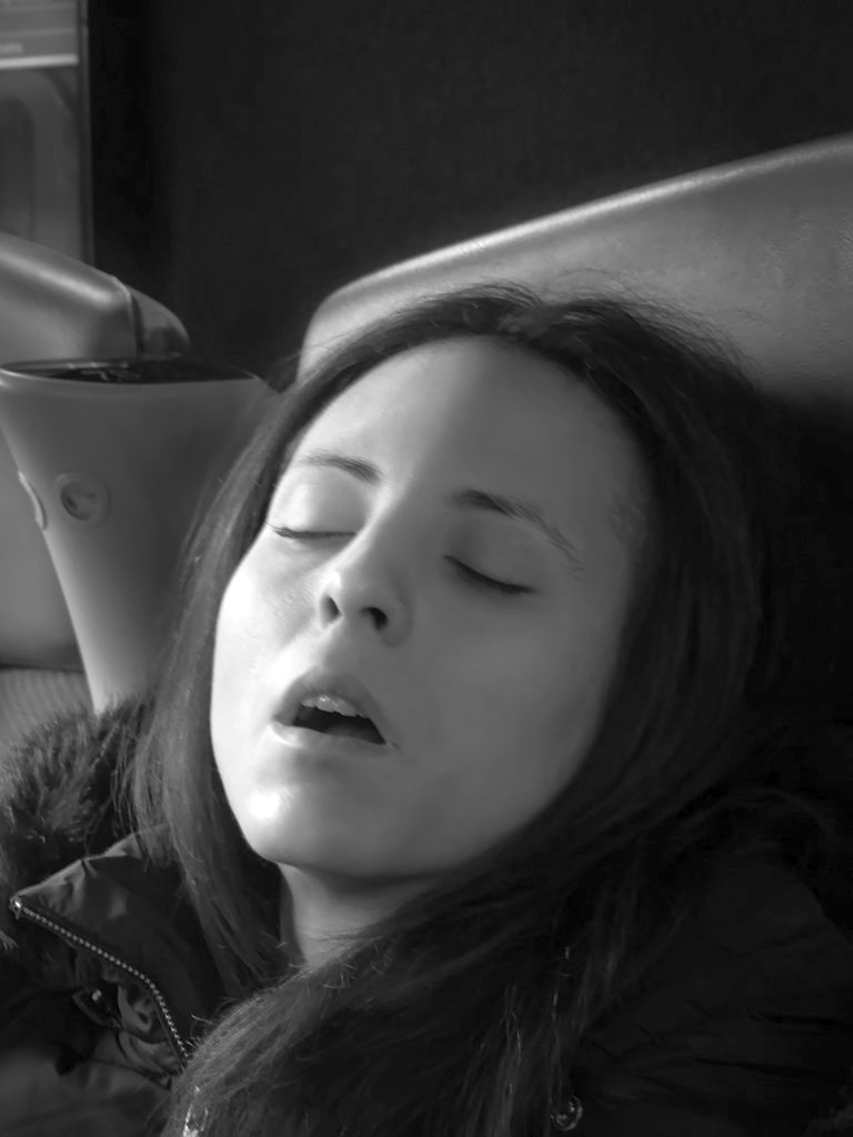 La belle au TGV dormant... 37618710