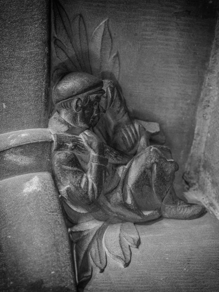 Ceci n'est pas une sculpture médiévale... 39187810