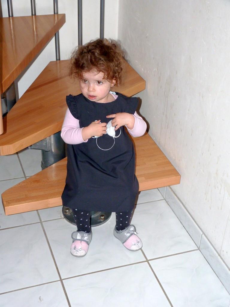 C'est quoi cette robe, je vais pas porter ça !!! P1040013