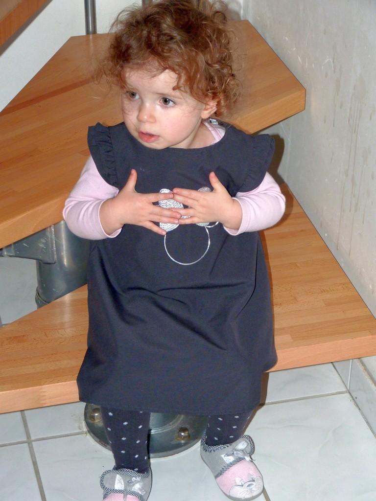 C'est quoi cette robe, je vais pas porter ça !!! P1040014