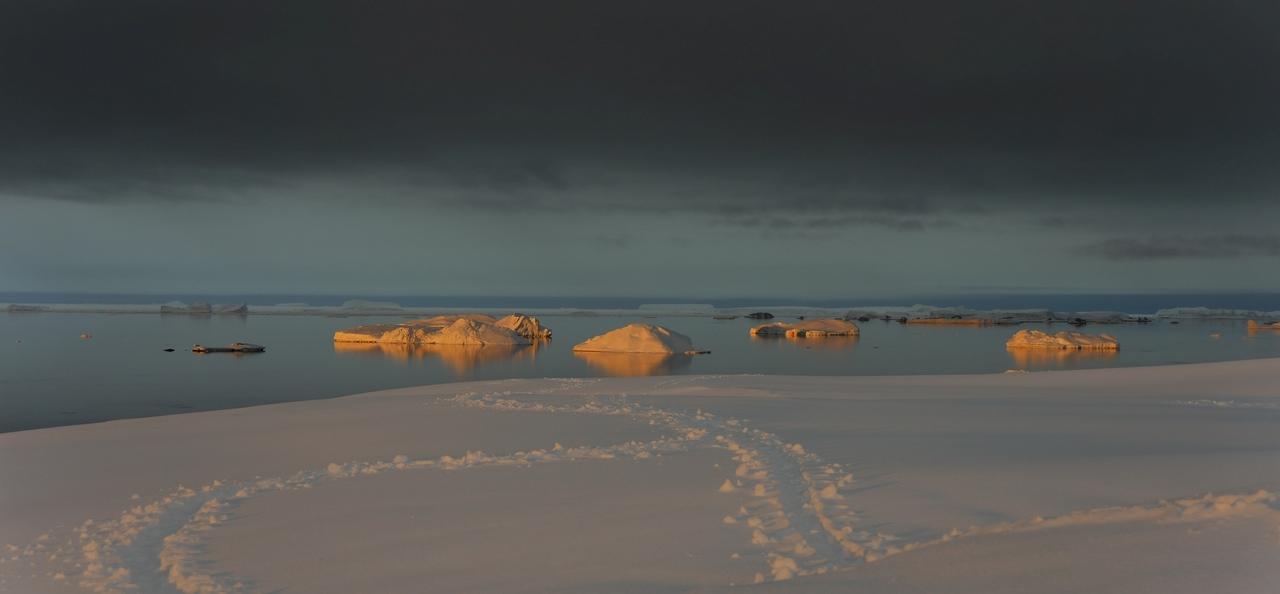 Antarctique lumiéres et couleurs du soir Pbv0p10