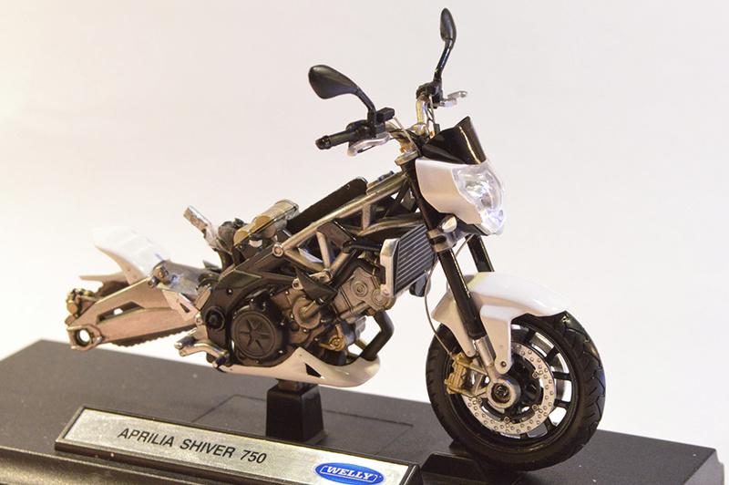 [Moto] Conversion et kit de maquette C_four11