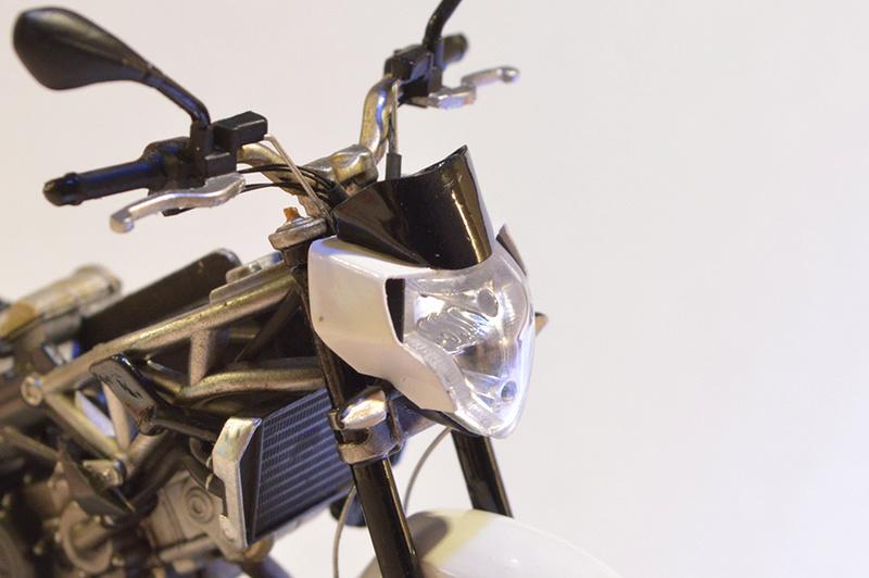 [Moto] Conversion et kit de maquette C_four12