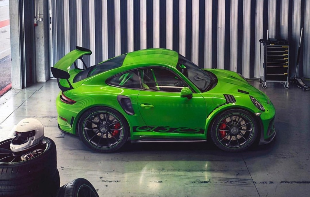 Porsche drôle/insolite - Page 13 28238910