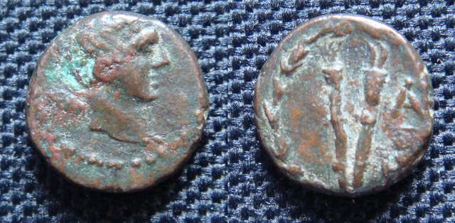 Petit bronze grec à identifier - Torches ? Bronze12