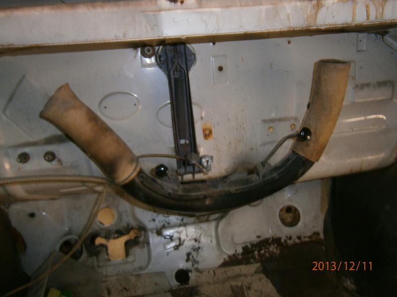 Restauration de la caravelle 1100S de juju - Page 29 Pc110010